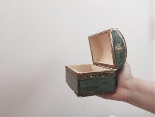 freetoedit treasurechest green box hand