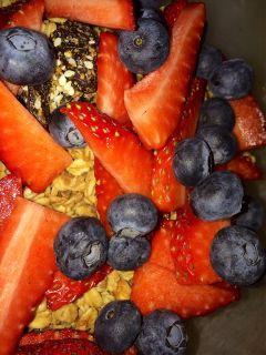 freetoedit breakfast fruit berries granola